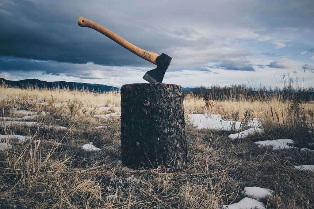 """On Enlightenment: 3 Meanings of the """"Chop Wood, Carry Water"""" Zen Quote"""